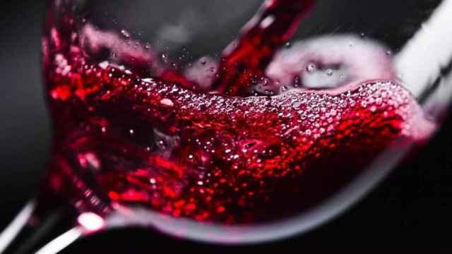 Aprende cómo abrir una botella de vino sin sacacorchos