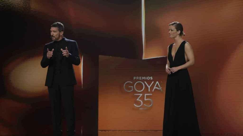 Antonio Banderas y María Casado en la 35 edición de los Goya.