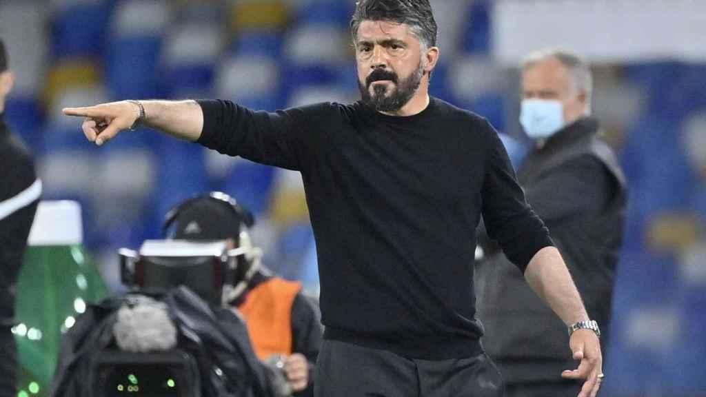 Gattuso dando indicaciones en un partido con el Nápoles