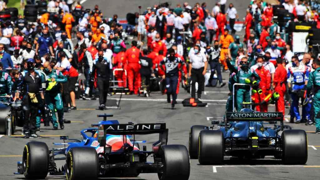 El coche de Fernando Alonso junto al de Vettel en Silverstone