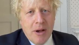 Mensaje de Boris Johnson desde su confinamiento.