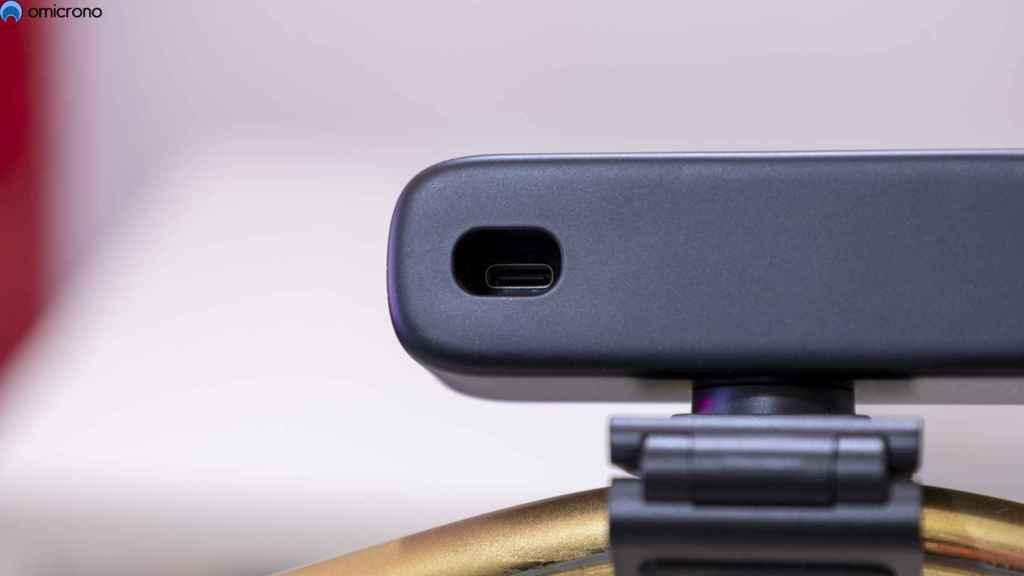 Usa conexión USB-C, pero integrada en el cuerpo.
