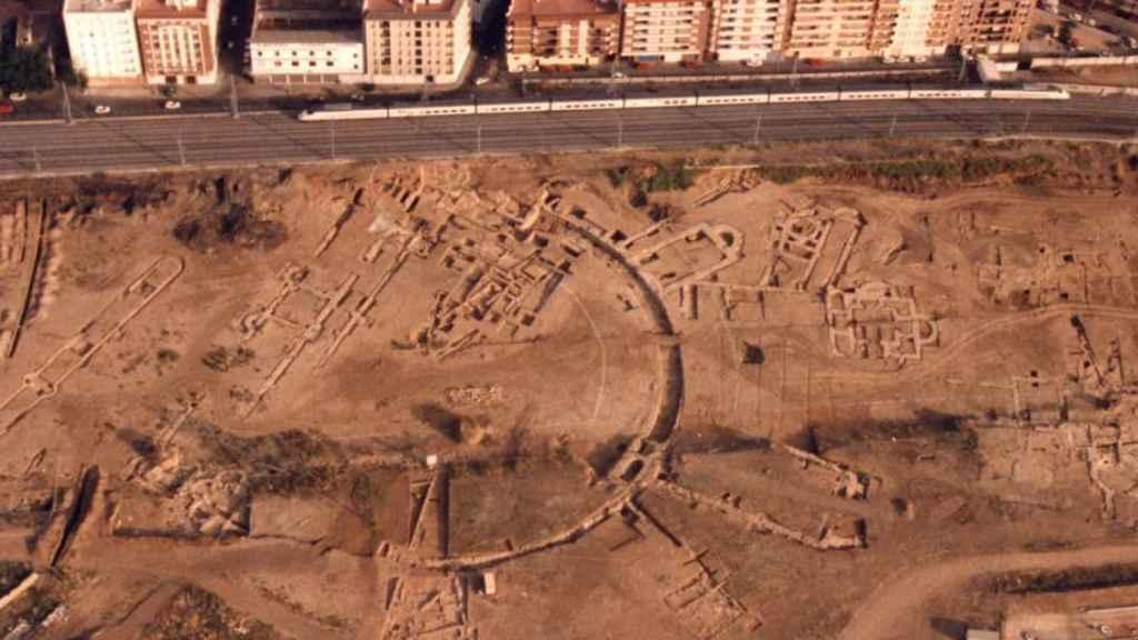 El AVE pasando junto a la zona palatina (mayo de 1992)