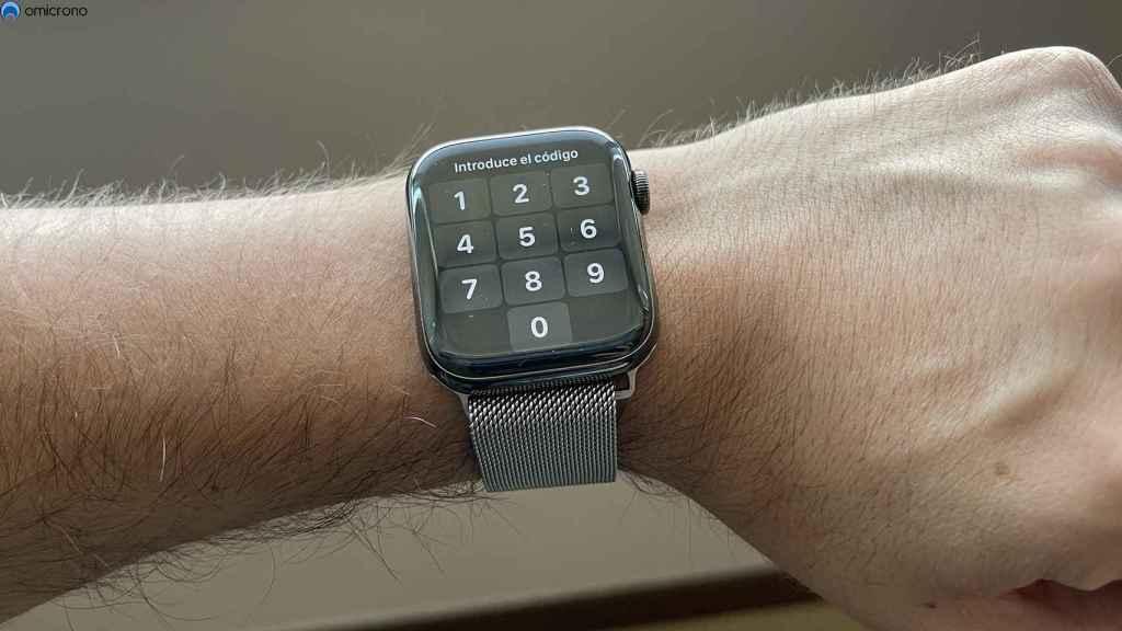Apple Watch pidiendo un código de desbloqueo.