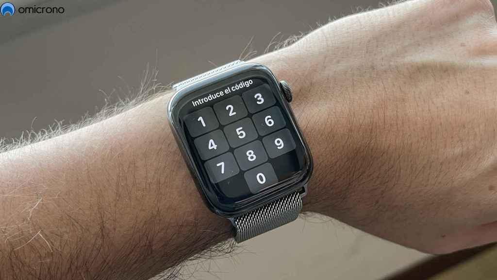 Apple Watch con código de desbloqueo.