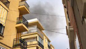 Una imagen del incendio de esta mañana en calle Chile.