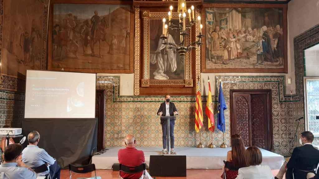 Francisco Estevan, cofundador y CEO de Innsomnia, durante su ponencia en Gandia.