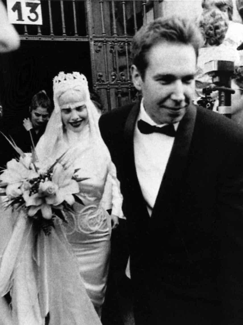 Ilona Staller y el artista Jeff Koon durante su boda en 1991.