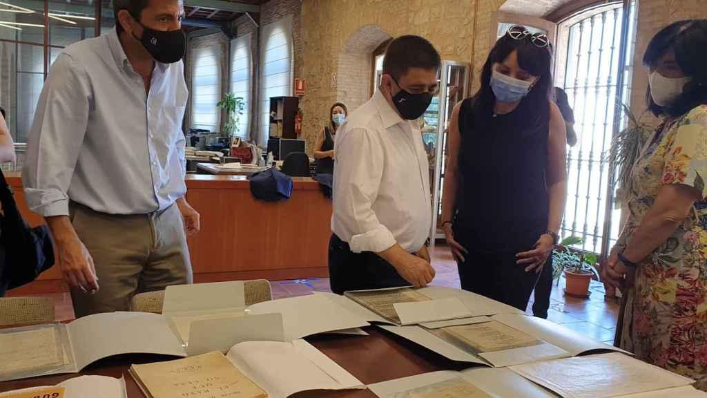 Mazón, Reyes, Parra y Medina, en la visita al Instituto de Estudios Giennenses.