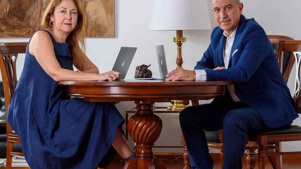 El Dr. Hermann Schwarz y la Dra. María Isabel Moya, en el relevo.