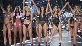 Taylor Hill, Jasmine Tookes, Elsa Hosk, Adriana Lima, Behati Prinsloo y Candice Swanepoel.