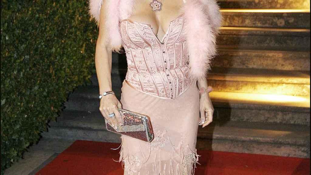 La actriz Ilona Staller posando durante un acto público en Roma.