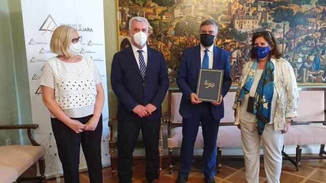 La Diputación renueva el convenio con la Universidad de Alcalá para el mantenimiento de la Cátedra Manu Leguineche durante 2021