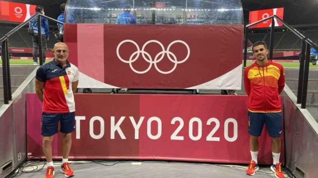 Luis de la Fuente y Dani Ceballos, en el centro de prensa de Sapporo