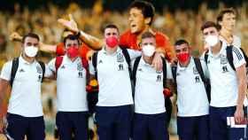 Eric García, Mikel Oyarzabal, Unai Simón, Dani Olmo, Pedri González y Pau Torres, en un fotomontaje con el gol del Kiko Narváez