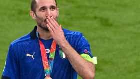 Giorgio Chiellini, con la medalla de campeón tras ganar la Eurocopa 2020 con Italia
