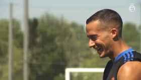Lucas Vázquez se luce en el entrenamiento con los lanzamientos de falta
