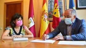 Loli Ríos, presidenta de la Asociación de la Prensa, y  Emilio Sáez, alcalde de Albacete.