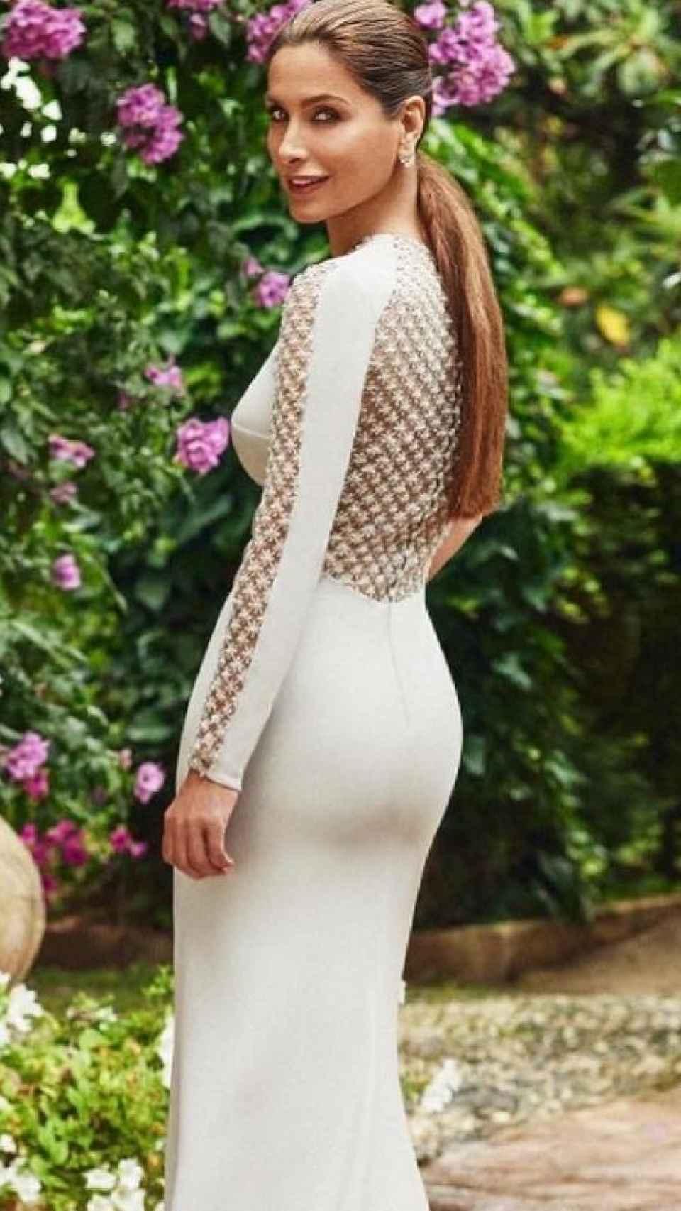 Paloma Cuevas en una imagen reciente con un vestido de su creación.