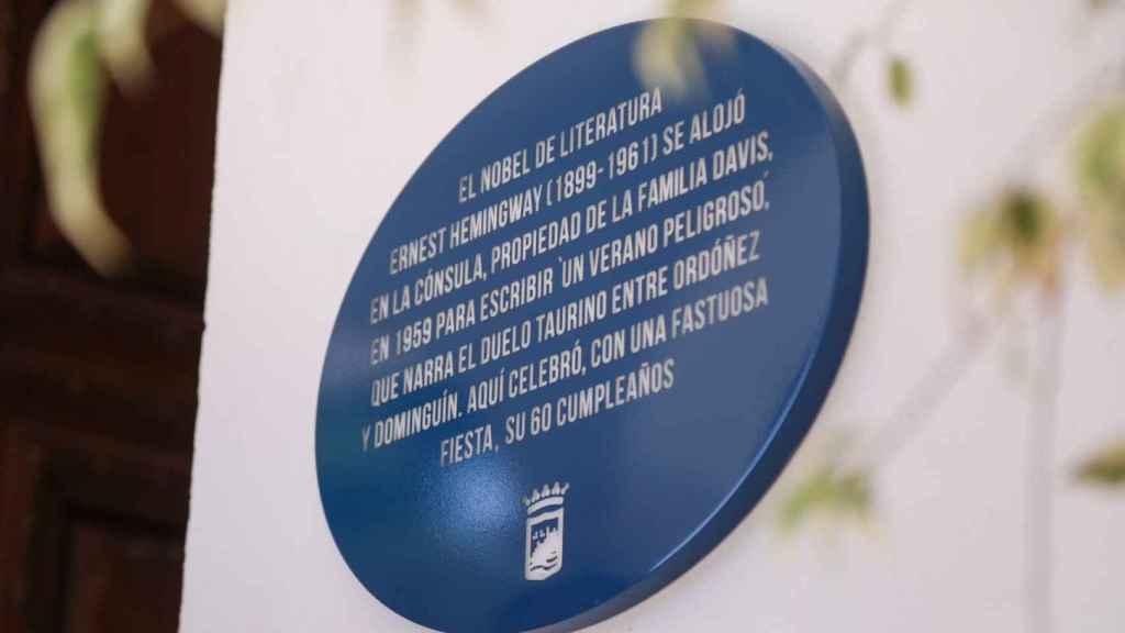 La placa Málaga hace historia en honor a Hemingway.