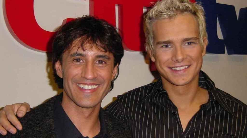 Enric, en una foto con Sergio Dalma en sus inicios televisivos.