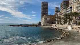 Fachada marítima de Finca Adoc, junto a la Albufereta de Alicante.