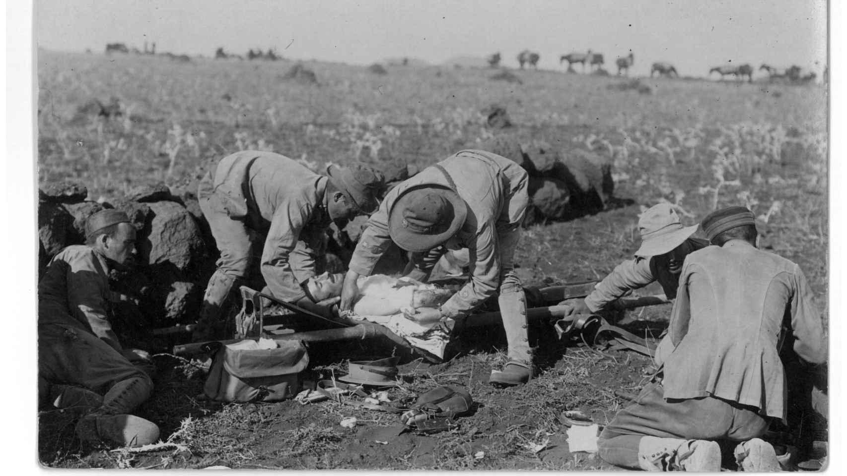 Soldado español herido en el Rif.