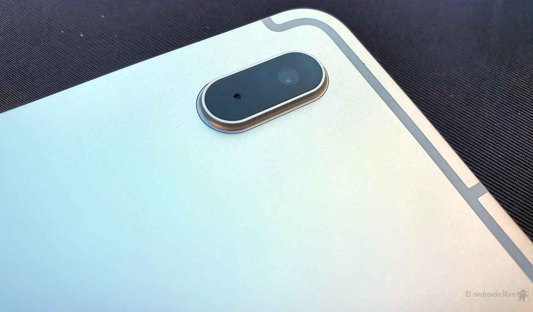 La parte trasera de la Samsung Galaxy Tab S7 >FE