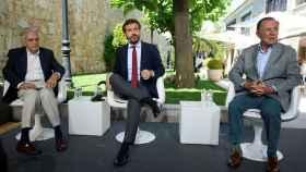 Pablo Casado con los exministros Rafael Arias Salgado e Ignacio Camuñas el pasado lunes.