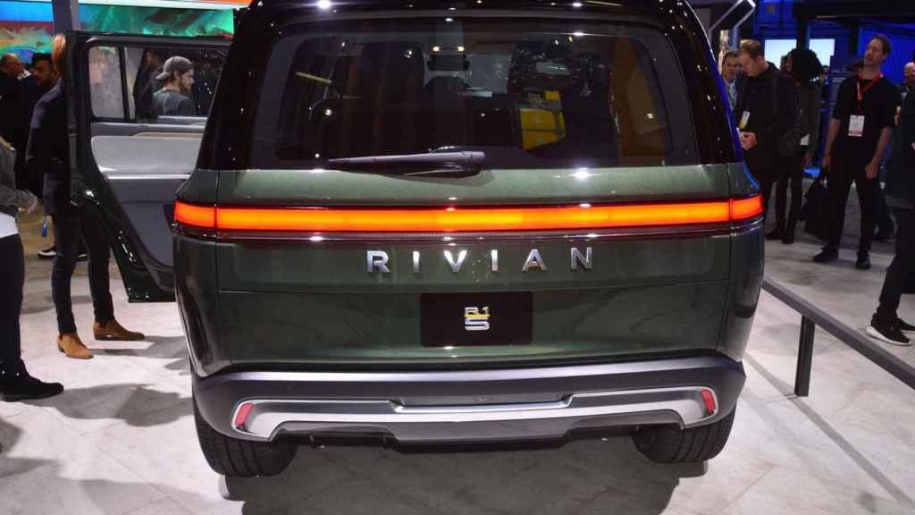Imagen trasera del Rivian R1S en el Salón de Los Ángeles de 2018.