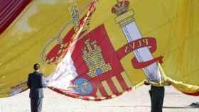 Acto de homenaje a la bandera española.