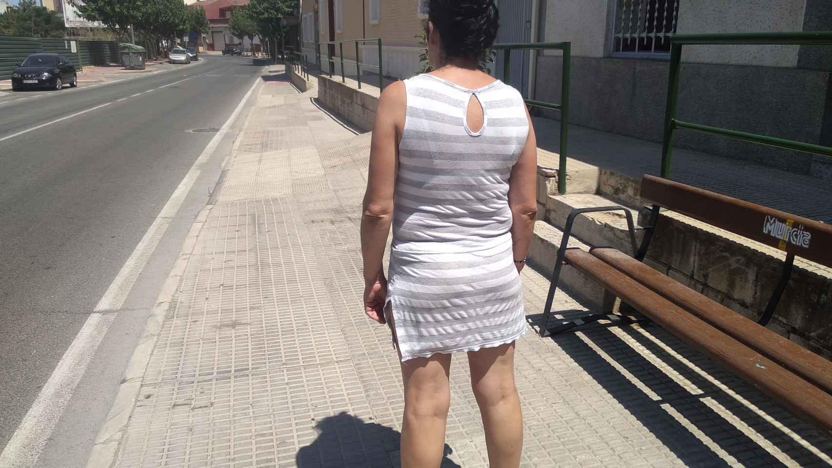 María José regresa junto a su pareja en Los Ramos tras ser detenida por tratar supuestamente de quemar a otra mujer.