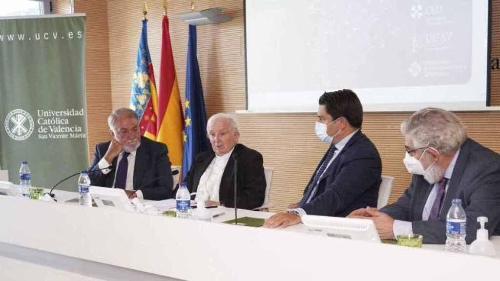 El cardenal Cañizares ha intervenido en el curso de verano La Monarquía Española: tradición y futuro,