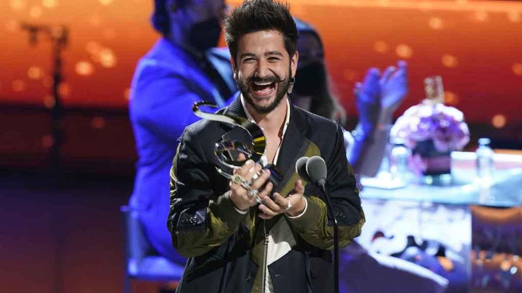 El cantante Camilo recogiendo un premio en Miami en febrero de este año.