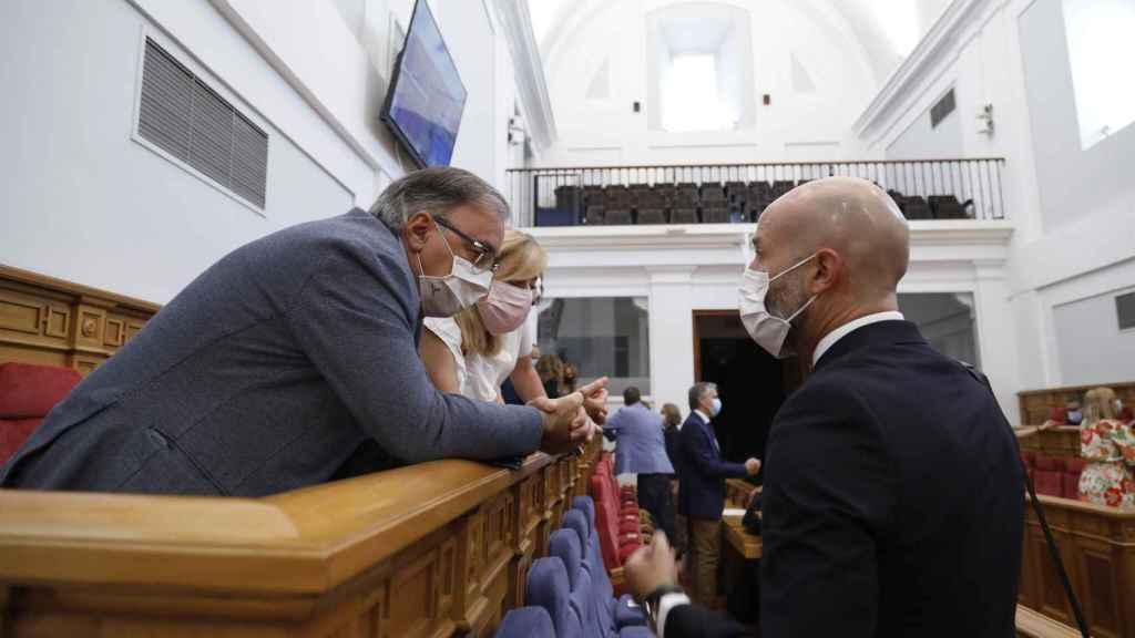 Los diputados Fernando Mora, Ana Isabel Abengózar y David Muñoz, en un momento del pleno