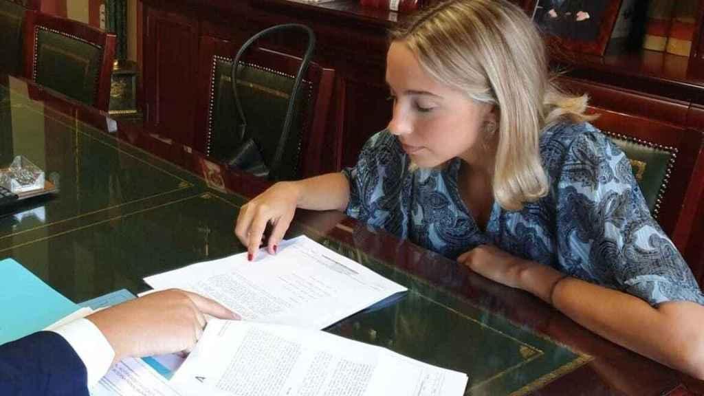 Rosa en el despacho de su abogado Pablo Armijo Bidón