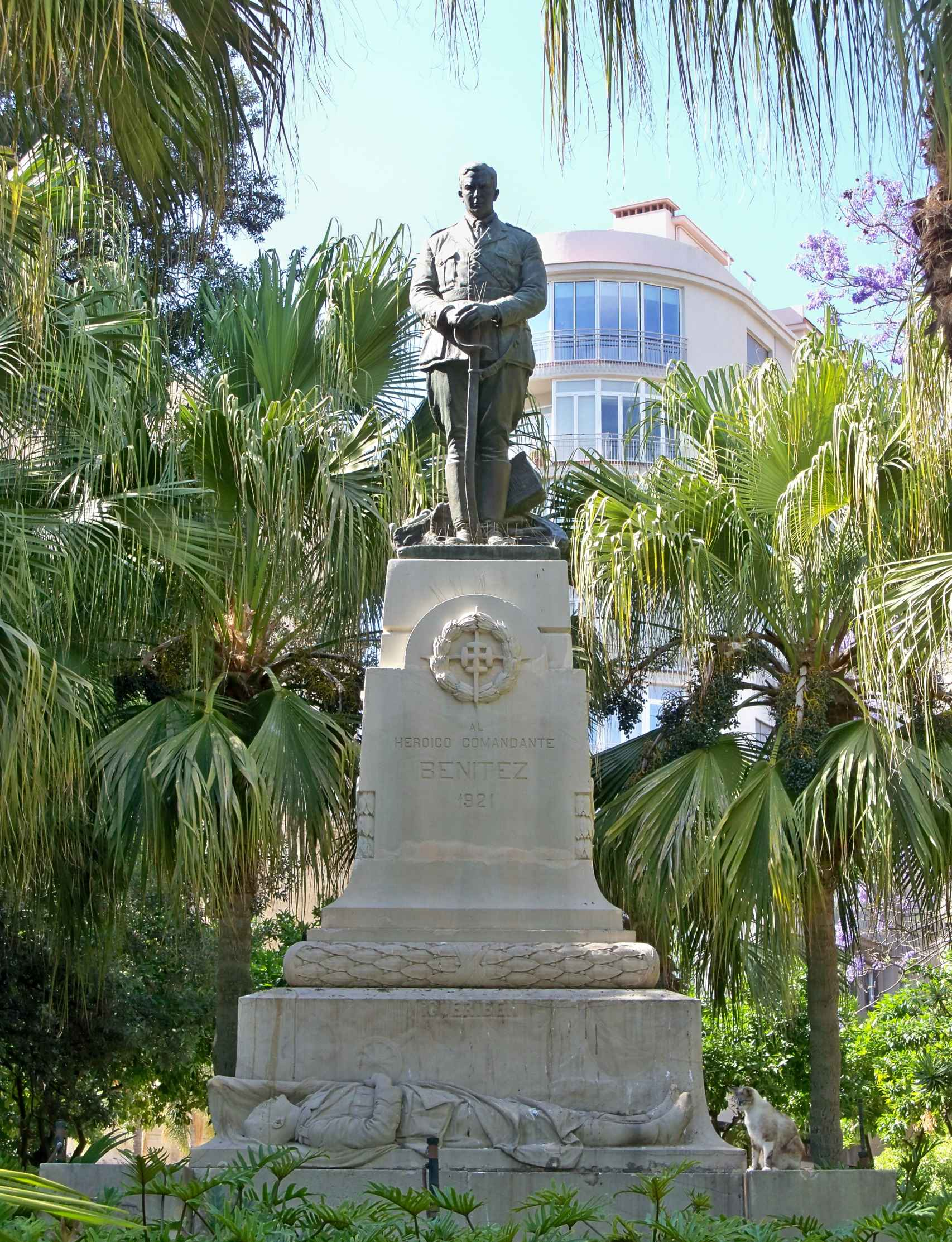 Monumento en honor al comandante Benítez en el Parque.
