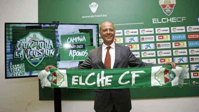 El presidente del Elche durante la presentación de la campaña de abonos este jueves.