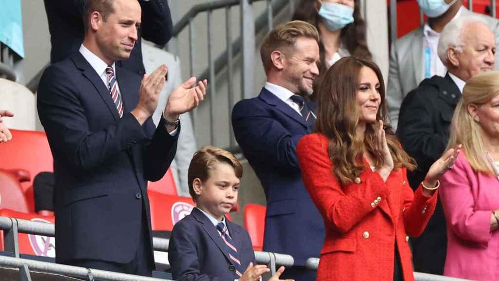 El príncipe George junto a sus padres en la final de la Eurocopa.