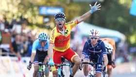 Alejandro Valverde celebrando su triunfo en el Mundial de Innsbruck 2018