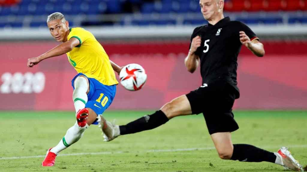 Richarlison marca un gol frente Alemania en los Juegos Olímpicos