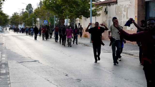 Un total de 238 inmigrantes han saltado la valla de Melilla en la mañana de este jueves.
