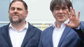 Oriol Junqueras y Carles Puigdemont en su reencuentro en Waterloo.