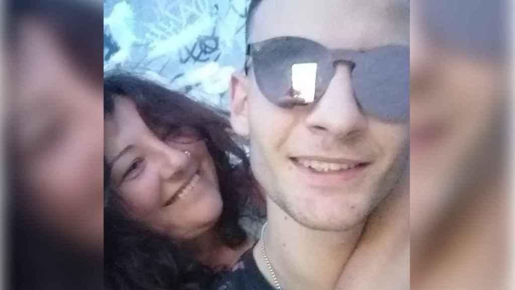 El rapero Isaac López, asesinado el pasado día 14 en un túnel de Madrid, junto a su madre, Nines.
