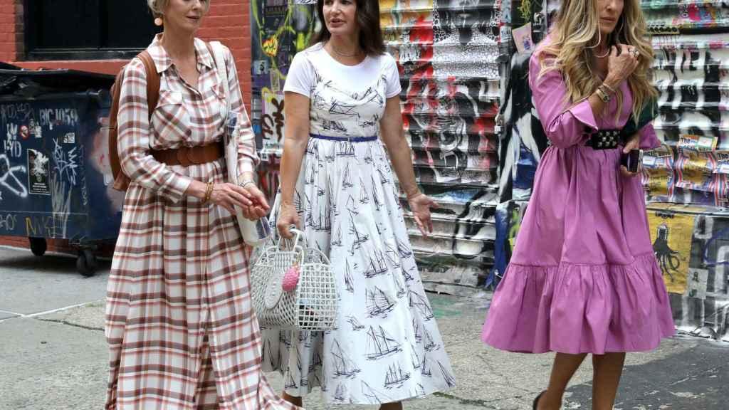 Las actrices Cynthia Nixon, Kristin Davis y Sarah Jessica Parker, durante el rodaje de 'And just like that'.