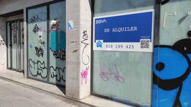 Antigua oficina de BBVA que la entidad tiene puesta en alquiler. Foto: Invertia.