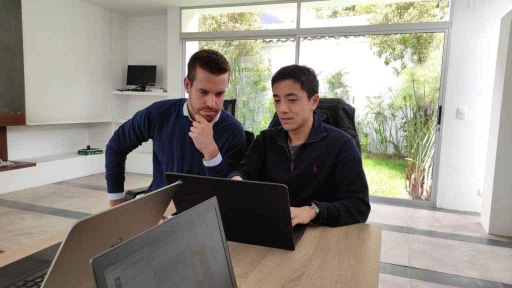 Lluís Cañadell y Men Hei Lou, cofundadores de la startup Treinta.