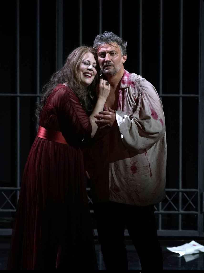 La soprano Sondra Radvanovsky y el tenor Jonas Kaufamann interpretando 'Tosca', de Giacomo Puccini.