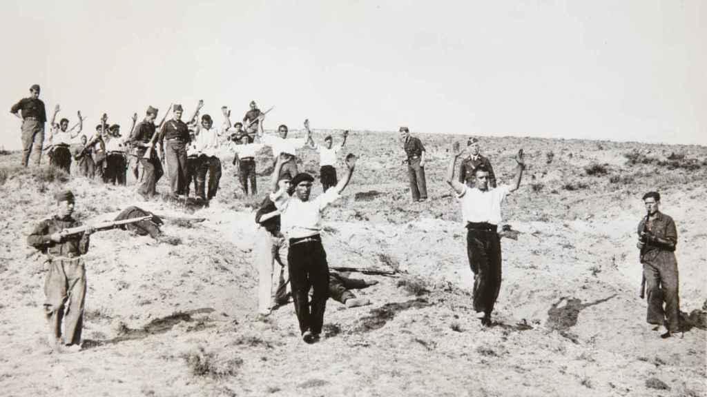 Milicianos republicanos presos durante la Batalla de Guadarrama.