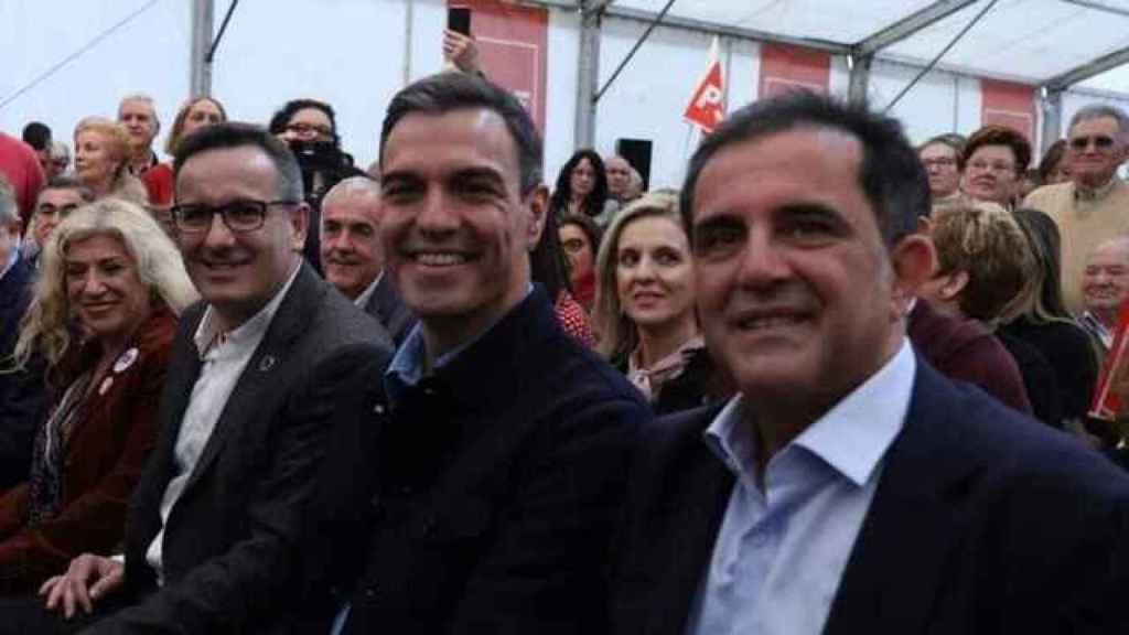 El secretario general del PSRM, Diego Conesa; el líder estatal del PSOE, Pedro Sánchez, y el secretario en Murcia, José Antonio Serrano